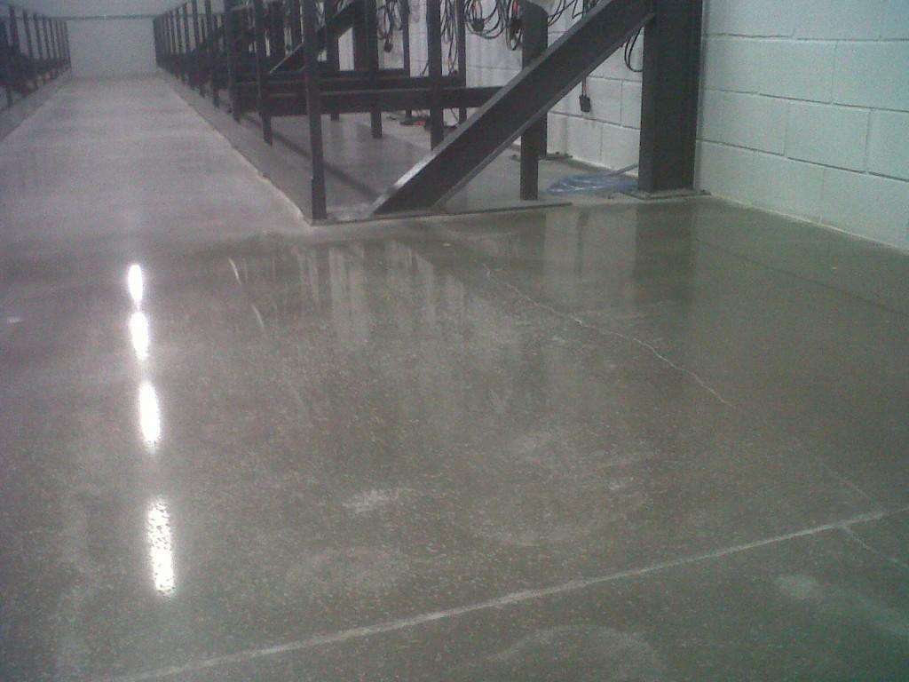 Suelo de hormign cool salon terraza suelo hormign pulido - Pintar suelo de hormigon ...